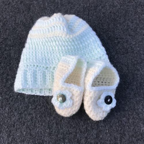 Baby hat and booties in pale green and cream